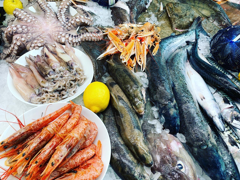 färsk fisk och räkor, kräftor och bläckfisk